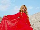 Azərbaycanlı teleaparıcı qırmızıya bürünüb qayaya çıxdı - FOTOSESSİYA: ŞOU-BİZNES