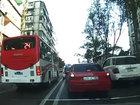 Bakıda avtobus sürücüsü sərnişin üçün ölüm qapısı açır - VİDEO: CƏMİYYƏT