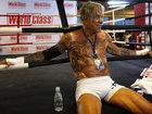 62 yaşlı məşhur aktyor gənc boksçulara meydan oxuyur - FOTO: Maraqlı
