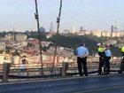 """Polis intihar edən şəxsin fonunda """"selfi"""" çəkdirdi: Dünyada"""