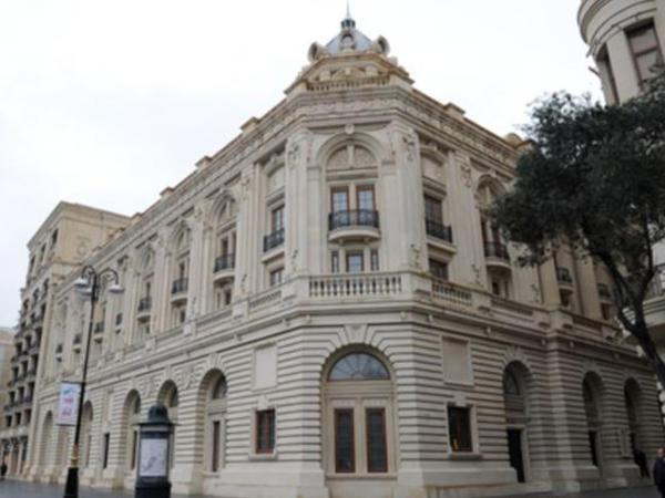 Səfir və Argentina rəsmisi Musiqili Teatrda