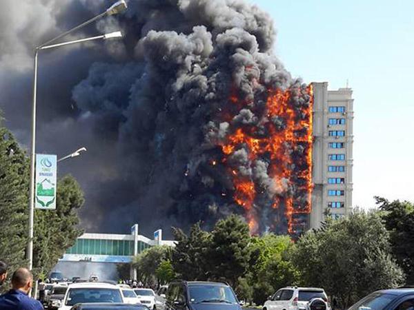 Bakıda yanan binanın sakinlərinə pul nə vaxt veriləcək?