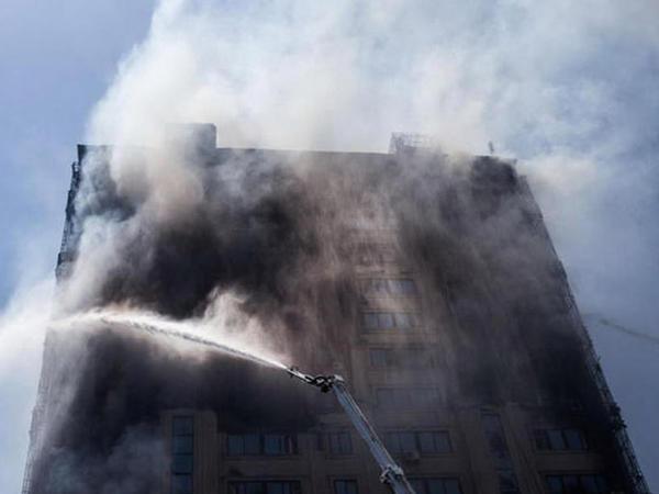 Yanan binanı təmir edəcək şirkətin adı açıqlandı