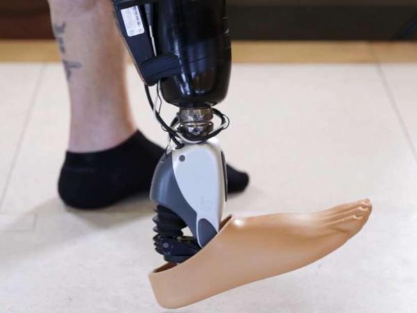 Bu protezi düşüncə idarə edir