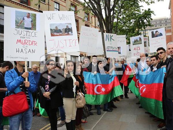 Azərbaycanlılar Londonda etiraz aksiyası keçirdilər - FOTO
