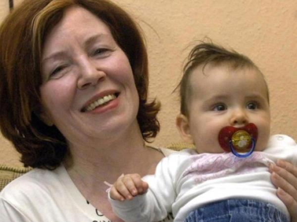 65 yaşlı qadın dörd əkiz uşaq doğdu
