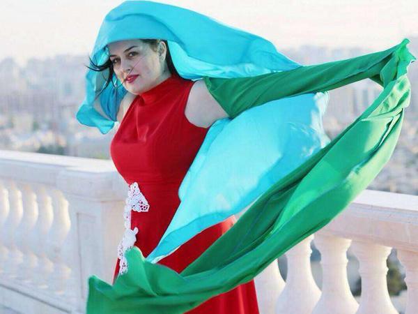 Elza Seyidcahana Fransadan qeyri-adi geyim göndərdilər - FOTO