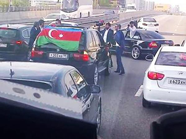 Azərbaycanlıların toy karvanı Moskvada yolu bağladı - VİDEO