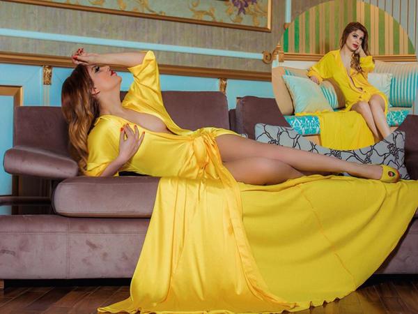 Azərbaycanlı müğənninin gecə geyimində erotik pozaları - FOTO