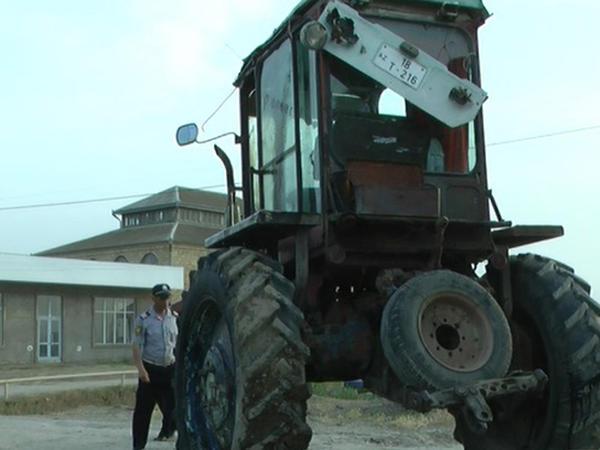 Sabirabadda traktor aşıb, sürücü ölüb - FOTO