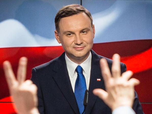 43 yaşlı vəkil prezident elan edildi