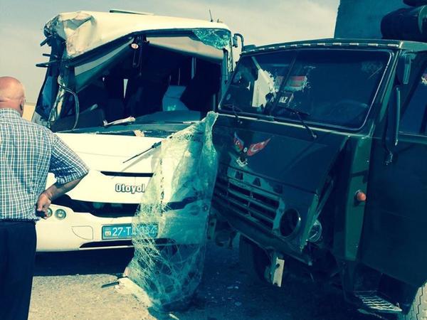 Sumqayıtda marşrut avtobusu qəzaya düşüb, yaralananlar var - YENİLƏNİB - FOTO