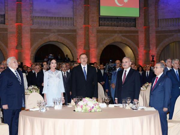 Prezident İlham Əliyev və xanımı Mehriban Əliyeva rəsmi qəbulda - FOTO