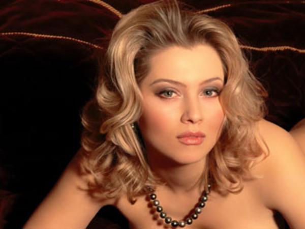 Rusiyalı seksual yazıçı soyundu - FOTO