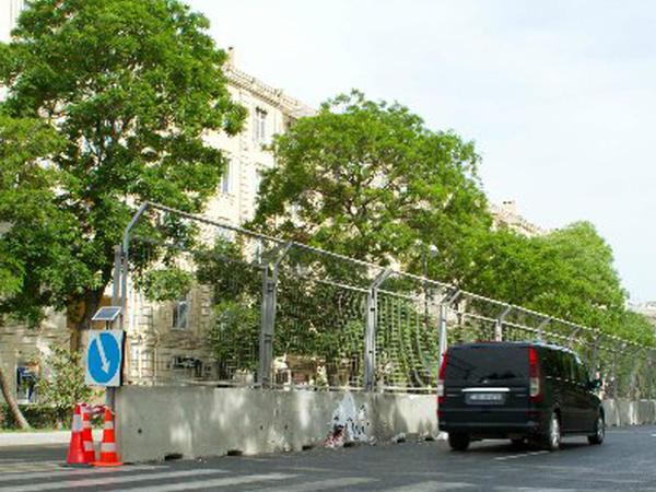 Bakı yollarına beton sədlər qoyulur - FOTO