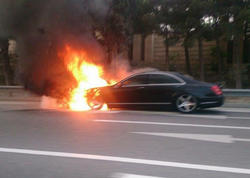 Bakıda lüks avtomobil kül oldu - VİDEO - FOTO