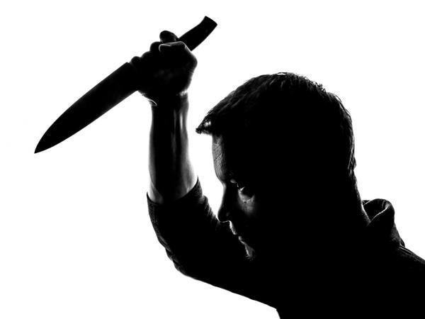 Sərxoş ər arvadını bıçaqladı
