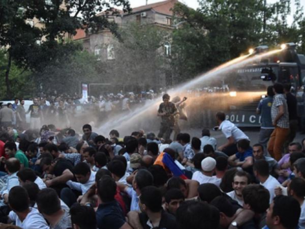 """""""Xilas olmaq üçün qalxıb bu rejimi devirməlidirlər"""""""