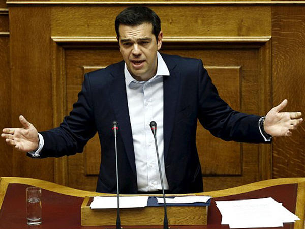 Yunanlar dibə vurdu. Banklar bağlandı - FOTO