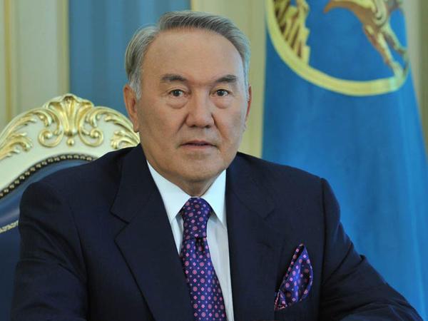 Nazarbayev liftdə qaldı