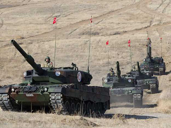 Türkiyə tankları Suriya sərhədinə yeridildi