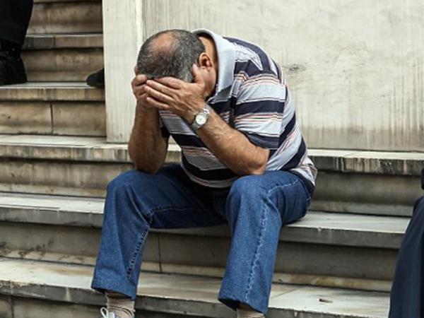 Ölkə çökür: avtobuslar bir həftə pulsuz, banklara hücum - FOTO