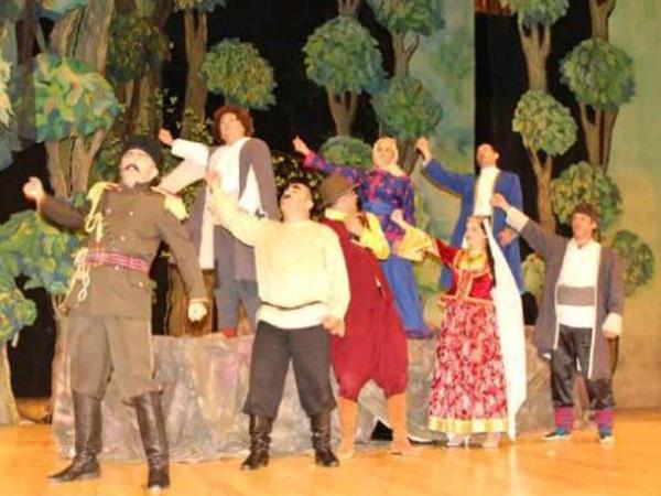 Gənc Tamaşaçılar Teatrının yaradıcı heyəti bölgələrdə - FOTO
