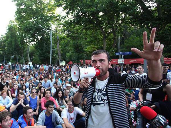Ermənilər referenduma qarşı birləşirlər