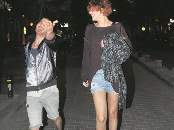 Müğənni Elnur içdi, İstanbulda bardan qovuldu - FOTO