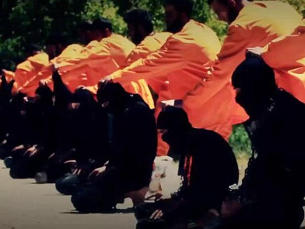 İlk dəfə: 18 İŞİD-çinin edam videosu yayıldı - FOTO