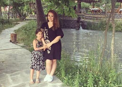 Lalə qızı ilə istirahətdə - FOTO