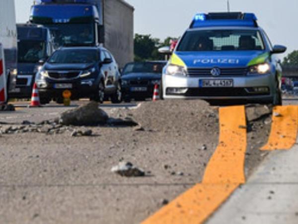 Almaniyada istidən yolların asfalt-beton örtüyü çatlayır