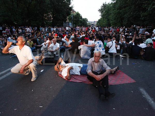 Yerevanda yenidən irimiqyaslı etiraz aksiyası keçirilir