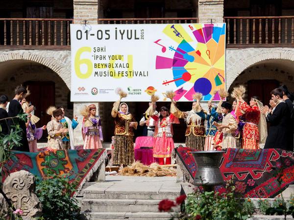 """Multikulturalizm Mərkəzi VI Şəki """"İpək yolu"""" festivalının təşkilatçıları sırasında - FOTO"""