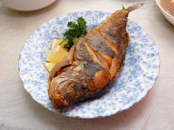 Müsəlman olmayanın bişirdiyi balığı yemək olarmı?