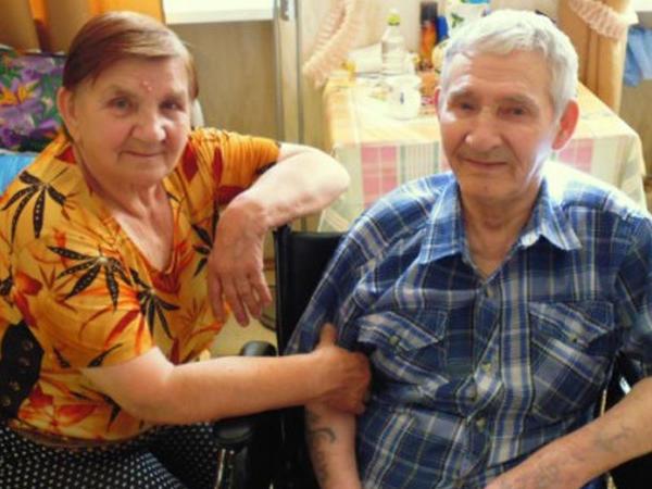 55 il sonra ilk sevgilisi ilə evləndi - FOTO
