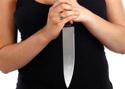 Ana alma soyarkən qızını bıçaqladı