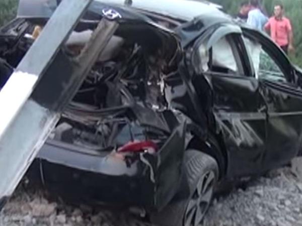 Sərnişin qatarı avtomobili əzdi, bir ailənin üç üzvü yaralandı - YENİLƏNİB - VİDEO