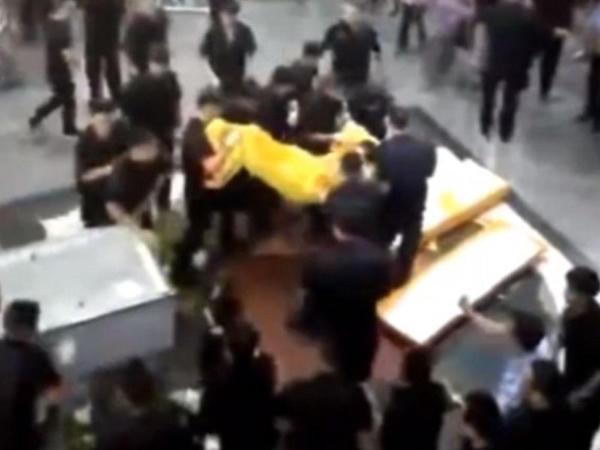 Ticarət mərkəzində yas davaya döndü - VİDEO - FOTO