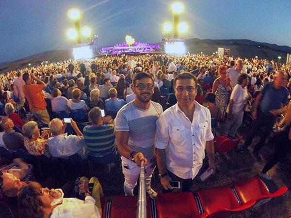 Əməkdar artist dünya ulduzunun konsertində - FOTO