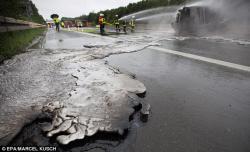 Yola maye metal dağıldı - FOTO