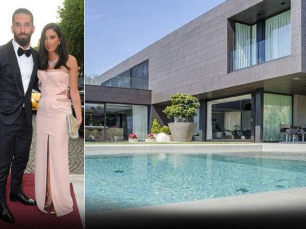Arda Turanın Barselonada sevgilisi ilə yaşadığı ev - FOTO