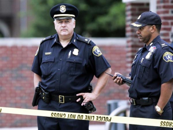 İki qızını güllələyən ananı polis ödürdü