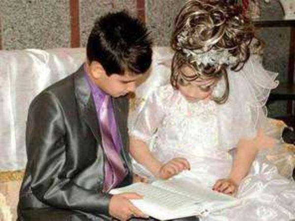 14 yaşlı oğlanı 10 yaşlı qızla evləndirdilər - FOTO
