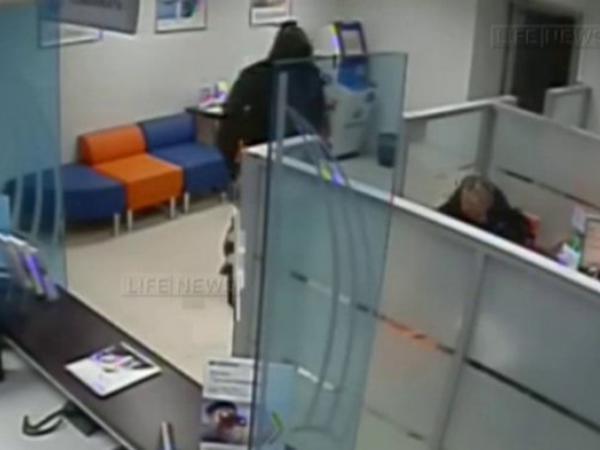 Rusiya bankında 10 milyonluq oğurluq, 2 yaralı