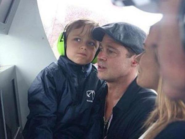 Bred Pitt oğlu ilə moto-yarışları izlədi - FOTO