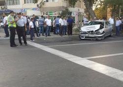"""Bakının mərkəzində """"BMW"""" ağaca çırpıldı - FOTO"""