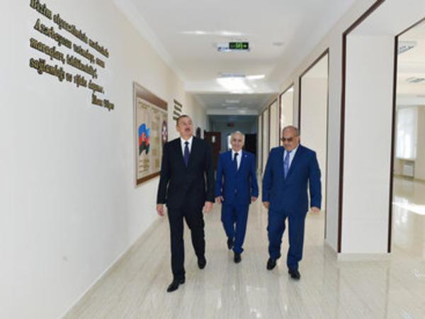 Prezident İlham Əliyev Bakıda bir neçə orta təhsil müəssisəsində yaradılan şəraitlə tanış olub - YENİLƏNİB - FOTO