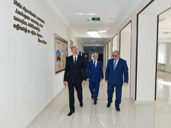 Prezident İlham Əliyev Bakıda bir neçə orta təhsil müəssisəsində yaradılan şəraitlə tanış olub - FOTO