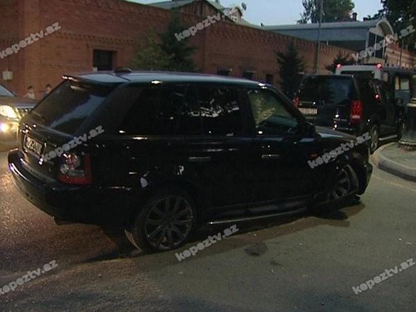 """""""Range Rover"""" dirəyə belə çırpıldı - FOTO"""
